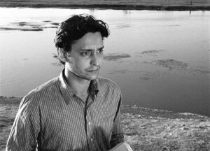 The World of Apu. Sony Pictures Classics/Photofest Directed by Satyajit Ray Shown: Soumitra Chatterjee